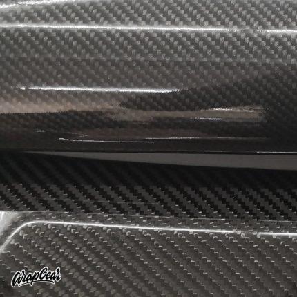 Carbon vinyl gloss SOTT <br> Breedte 152 cm